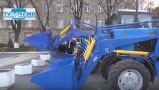 Фонд Ренато Усатого подарил городу Бельцы 2 трактора