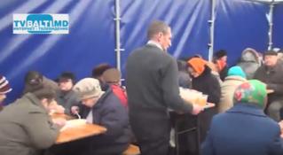 Благотворительные обеды для пожилых людей,пенсионеров Бельц,организованные Р.Усатым
