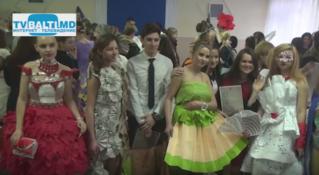 Конкурс демонстрации платьев из бумаги 2016 в Бельцах