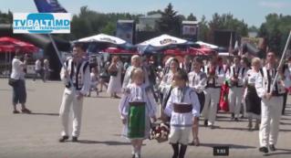 Парад национального костюма в Бельцах -2016
