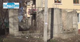 Незаконное строительство пристроек к домам в Бельцах