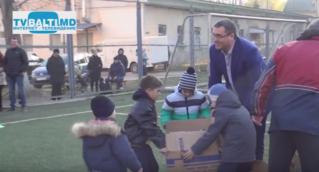 Р.Усатый вручил школе футбола Бельц спортивную экипировку