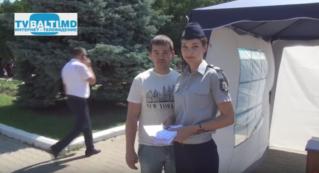Инспекторат полиции Бельц раздает информационные брошюры горожанам