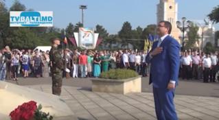 Возложение цветов к Штефану чел Маре ко Дню Независимости РМ в Бельцах