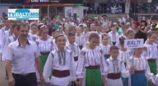 Парад национальных костюмов в Бельцах