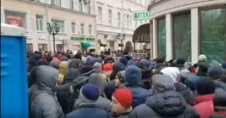 В Москве у избирательного участка собралась огромная очередь граждан Молдовы желающих проголосовать