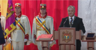 Президент Молдовы Игорь Додон принес присягу и официально вступил в должность
