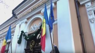 Deputații Partidului Liberal arborează drapelul Uniunii Europene la sediul Preșe…