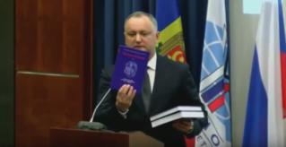 Игорь Додон представил книгу «История Молдовы» студентам МГИМО