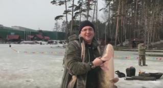 Ренато Усатый на рыбалке…Поймал сома 21 кг.