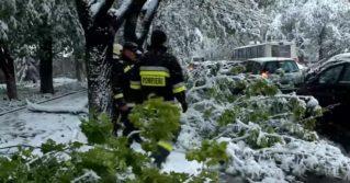 Interventia pompierilor in urma ninsorii