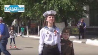 Русская община ко Дню Победы раздает Георгиевские ленты