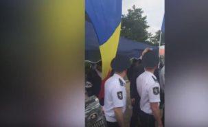 Провокация от унионистов в День Победы: они установили палатку с румынскими флагами у мемориала 2