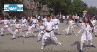 Показательные выступления детей по карате на Дне спортсмена и Олимпийского движения