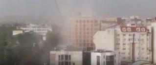 Ураганный ветер в Кишиневе едва не повалил кран