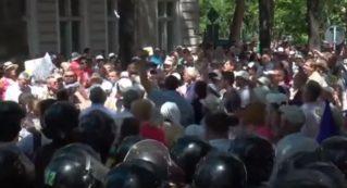 Кишинёв. Протесты против сговора Плахотнюка и Додона продолжаются