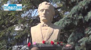 Возложение цветов к памятнику М Еминеску