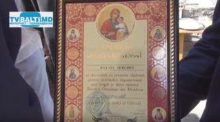 Епископ Маркел Бельцкий и Фалештский, вручил диплом директору больницы за заслуги в здравоохранении