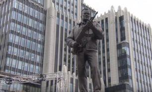 Памятник Михаилу Калашникову открыли в Москве