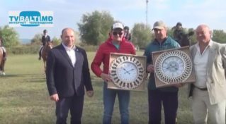 Церемония награждения победителей конного искусства в Бельцах