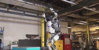 В США робота научили делать сальто