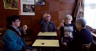 100-летняя француженка управляет баром в Исберге
