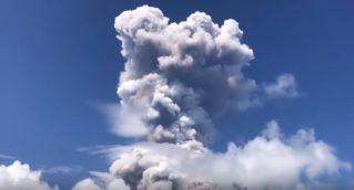 Сняли видео как На Филиппинах происходит извержение вулкана Майон