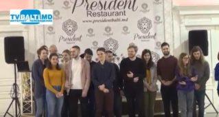 Венгерская делегация студентов исполняет» Подмосковные вечера»