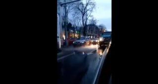 В Кишиневе моют дороги когда идёт дождь