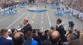 Владимир Путин, Дмитрий Медведев и Сергей Собянин присоединились к параду,посвященный Дню Города Москва.