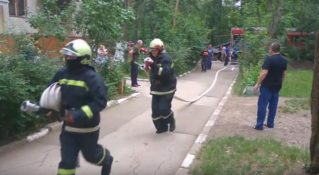Пожар в Бельцах, 8 квартал, 21.06.2017 (Работа пожарных)
