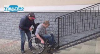 Социальный эксперимент с инвалидом колясочником